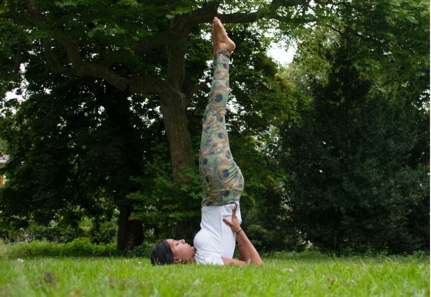verschil yoga pilates, Yoga Rijswijk, pilates rijswijk, everything is om, schouderstand, andere fotografie